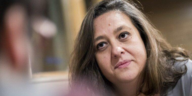 Elena Fort, durant una entrevista amb El Món | Jordi Borràs