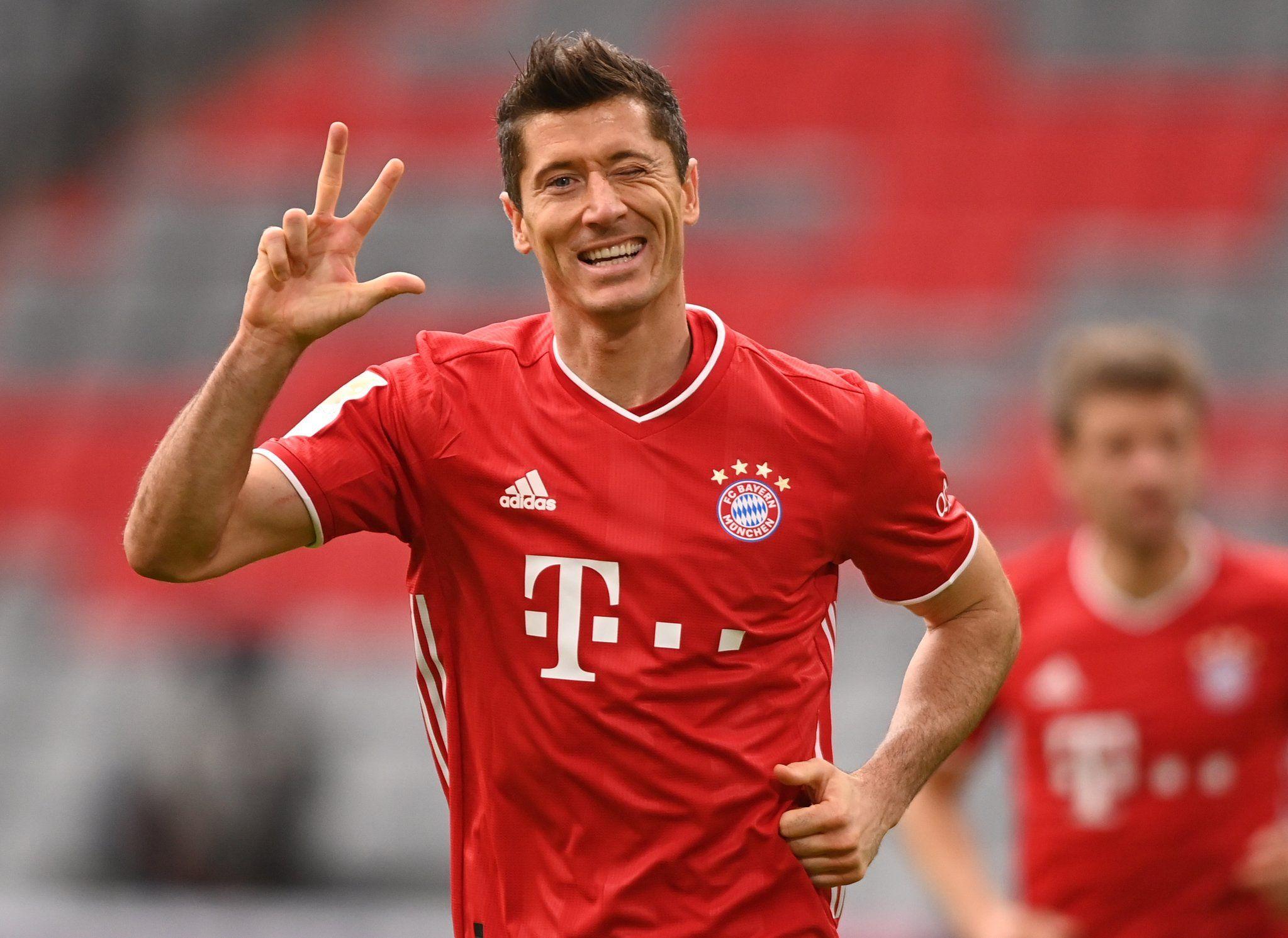 Lewandowski celebra el hat trick contra el Frankfurt   FC Bayern