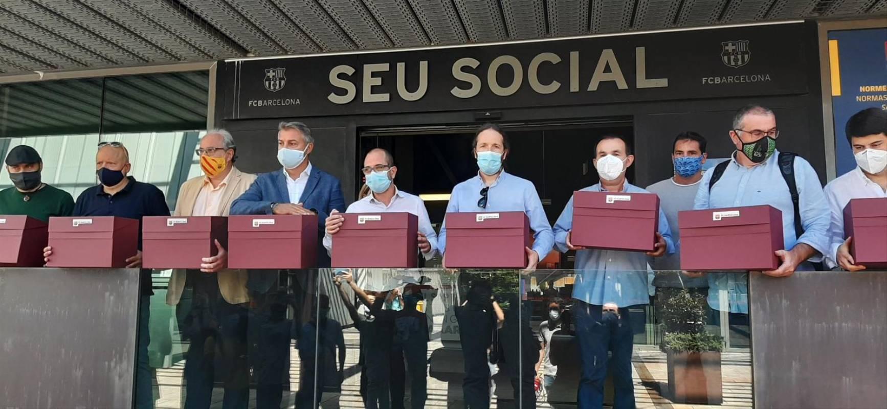 Recollida de paperetes per la moció de censura contra Bartomeu | Més que una moció