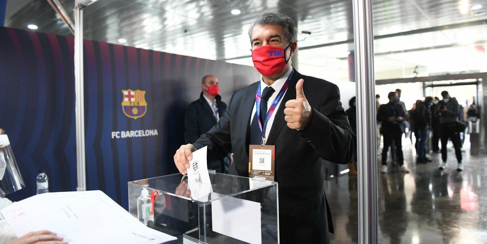 Laporta votant al Camp Nou | Joan Laporta