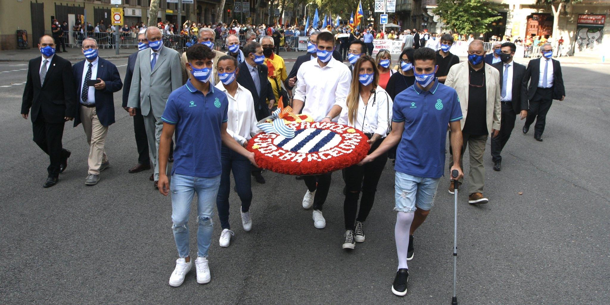 La comitiva de l'Espanyol realitza la seva ofrena floral a Rafael Casanova | RCD Espanyol