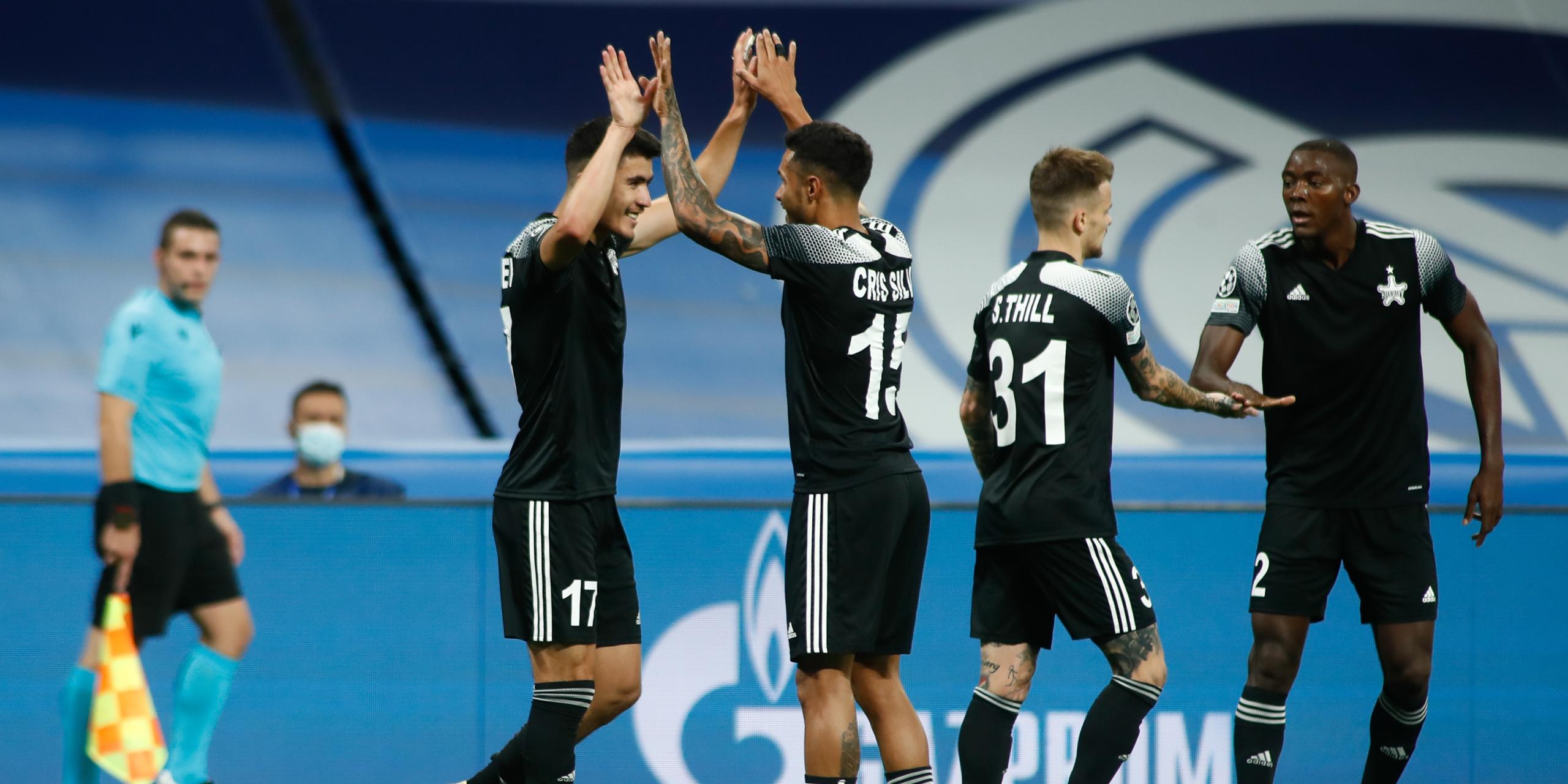 Els jugadors del Sheriff celebren un gol al Santiago Bernabéu | Europa Press